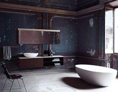 ▪️Connaissez-vous cette matière ? Grâce à ses nombreuses qualités, le corian est un matériau noble particulièrement adapté à une utilisation dans la salle de bains. ▪️Pour en connaître tous ses secrets, rendez-vous sur notre blog. #corian #article #blog #hydropolis #salledebains #designer #architecte #decorationinterieure #deco #homedecor #bathroom #matiere #RexaDesign #Falper #hidroboxbyasbara Photo : Agape Solid Surface, Stationery Design, Bathroom Inspiration, Double Vanity, Bathtub, Flats, Luxury, Modern, Agape