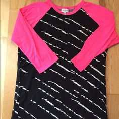 Randy Top - Solid Pattern Sleeves in Hot Pink/Striped Pattern Bodice in Black & White Lula Outfits, Randy Lularoe Sizing, Summer Work Outfits, Cute Shirts, Style Me, Celebrity Style, Womens Fashion, How To Wear, Lula Rue