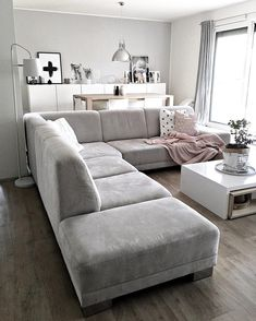 Exceptional small living room designs are readily available on our site. Sectional Sofa Decor, Living Room Sectional, Cozy Living Rooms, Living Room Grey, Home Living Room, Interior Design Living Room, Living Room Decor, Small Living Room Design, Home Room Design