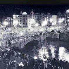 April night we became Republic Of Ireland. Republic Of Ireland, The Republic, Dublin Ireland, Historical Photos, Paris Skyline, City Photo, Beautiful Pictures, History, Night