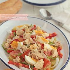 Country salad, a healthy summer recipe, The country salad is a quick and easy recipe Prepare healthy and rich summer recipes for the whole family. Kitchen Recipes, Cooking Recipes, Healthy Summer Recipes, Ratatouille, Seafood Recipes, Fish Recipes, Food Hacks, Good Food, Healthy Eating