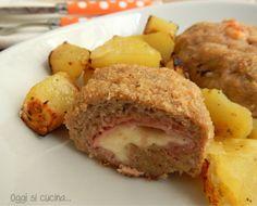 Il polpettone ripieno di prosciutto e scamorza è un secondo piatto saporito, l'impasto è composto da carne e patate lesse, quindi risulta morbido e gustoso.