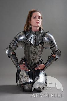 Fantasy armor corset breastplate Lady-warrior armor Can we all just take a moment to appreciate this? This is how women of war should dress. NOT IN CHAIN-MAIL BIKINIS.