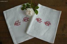Monogramme sur serviette Brocante de charme atelier cosy.fr
