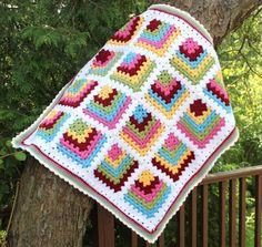 Mitered Granny Square Baby Blanket This is such a simple idea and yet so effective. Love these colours as well. Check out more gorgeous pics and the pattern via Big A Little a