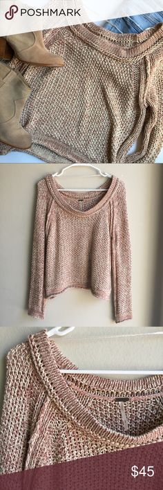 Free People Oversized Knit Sweater Pink and Cream Size small. Oversized sweater. I am a size XS and this hangs off the shoulder for me. Blush pink and cream Knit. Excellent Condition, small defect in stitching on one arm I do not think this is noticeable at all when being worn. Perfect for fall and winter: Free People Sweaters