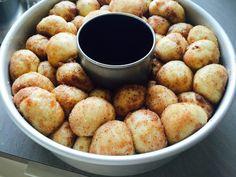 Oppskrift luftige kanelboller Pretzel Bites, Nom Nom, Food And Drink, Sweets, Bread, Baking, Desserts, Recipes, Tailgate Desserts