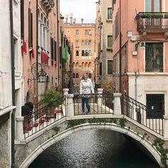 A weekend well spent is a week full of content...  Ich hatte einen wundervollen Tag in Venedig und werde von den schönen Erinnerungen auch die nächsten Wochen etwas haben. Tat richtig gut mal einen Tag #metime zu haben. #venedig #wochenende #happyme #selfcare #italien #trip #gasse #venezia Weekender, Weekend Well Spent, Instagram, Venice, Waves, Memories, Italy, Photo Illustration