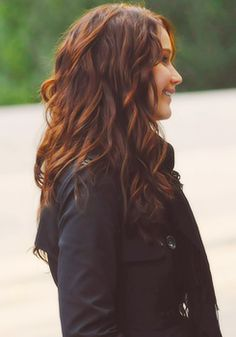 Jennifer Lawrence... I think I want my hair this color.