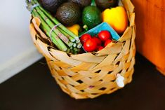 vegetarian What are the best foods to avoid for eczema? Home Remedies For Heartburn, Stop Acid Reflux, Alkaline Foods, Eat Fruit, Foods To Avoid, Tempeh, Food Waste, Plant Based Diet, Meals For The Week