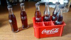 """Ter colecionado Mini Cokes - mas também ter resistido à tentação de beber o líquido que vinha dentro por causa dos pais terem jurados que """"o filho do amigo do tio do vizinho tinha morrido depois de bebê-lo!"""""""