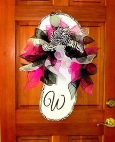XXL Flip Flop door hanger deco mesh wreath by Southernbornnblessed Wreath Crafts, Diy Wreath, Wreath Ideas, Flip Flop Craft, Flip Flop Wreaths, Deco Mesh Wreaths, Burlap Wreaths, Summer Crafts, Summer Wreath