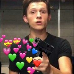 New Memes Apaixonados Marvel 68 Ideas New Memes, Funny Memes, Stupid Memes, Heart Meme, Cute Love Memes, Tom Holland Peter Parker, Memes In Real Life, Crush Memes, Wholesome Memes