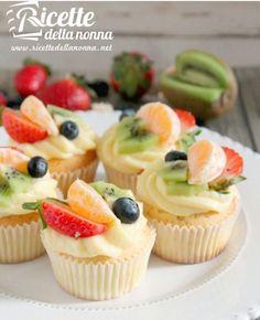 Muffin alla crema con frutta 🍓🍊🍇🍒🍐🍎 - ricettedellanonna.net