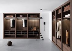 Pianca - Sipario Walk-in Closet    Unique and versatile combinations of modular walk-in closets; an expression of a free and dynamic lifestyle. The various types of aesthetic finishes of the frame are prestigious and elegant. Compartments equipped with a wide range of pull-out accessories allow for ease of use.  Color configuration: Off-White, Textured Grey, Dark Oak, Walnut. Made in Italy.