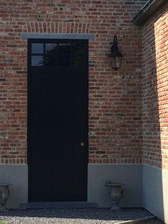 Ramen zwart metal look profiel minimalistisch buitenafwerking huis pinterest ramen for Deco buitenkant terras