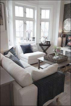 Coffee table with baskets above and below. Also like the wall papered accent wall. LivingRoom