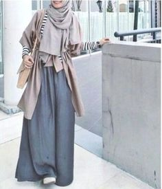 maxi skirt with neutral outfit- Neutral hijab outfit ideas www. Hijab Wear, Hijab Look, Hijab Style, Hijab Chic, Hijab Dress, Modest Outfits, Modest Fashion, Fashion Muslimah, Abaya Fashion
