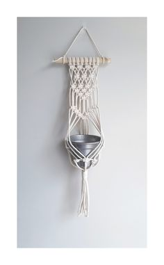 Macrame Design, Macrame Art, Macrame Projects, Macrame Knots, Macrame Plant Hanger Patterns, Macrame Wall Hanging Patterns, Macrame Patterns, Yarn Crafts For Kids, Rope Crafts