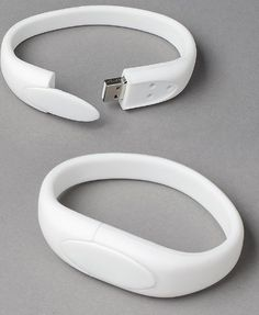 Wristband USB Drive. Closure system.