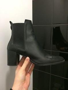 Czarne skórzane botki ZARA ZARA z mojej szafy! Rozmiar 41 za 169.00 zł. Zobacz: http://www.vinted.pl/damskie-obuwie/botki/15128801-czarne-skorzane-botki-zara.