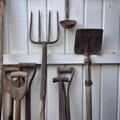 ...dig this!.. #mystillsundaycompetition @kimklassen #vintage #vintagestyling #farm #rustic #country #countrylife #countrystyle #styling #thatauthenticfeeling #stilllife #still_life_gallery #gardening #slowliving #mybeigelife #seekthesimplicity #fouriadorefriday #click_vision #tools #oldtools #kinfolk #intheshed by kraig_at_the_warehouse