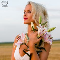 So beautiful! Portrait Photography, Fashion Photography, Lilly Flower, Blonde Model, Blonde Beauty, Flower Fashion, Female Portrait, Great Pictures, Flower Power