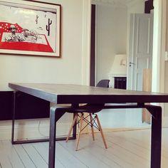 Sexy bord på plass hos kunde. Bord #flyt. #stål #gjenbruksmaterialer #påbestilling #allemål #håndlagetavoss #barefordeg #drivved #drivvedland