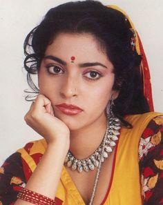 Cute Juhi Chawla Bollywood Pictures, Bollywood Actress Hot Photos, Indian Bollywood Actress, Beautiful Bollywood Actress, Most Beautiful Indian Actress, Bollywood Saree, Bollywood Actors, Bollywood Celebrities, Beautiful Actresses