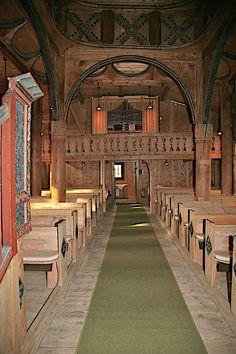 Hoere stavkirke; interiør mot våpenhuset.