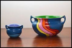 VASIJA GRANDE CON ARCOIRIS + VASIJA CHICA AZUL  PINTADAS A MANO. Diy And Crafts, Arts And Crafts, Pottery Painting, Potted Plants, Craft Projects, Pots, Tableware, Magenta, Grande