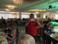 Кто хорошо работает, тот хорошо ест! После ретрита Мастера Сюй Минтана в Горячем Ключе (фото Facebook Александр Куц)