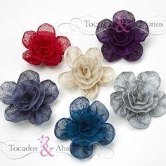 Flores sinamay de 10 cm. Flor de sinamay usado comunmente en tocados plumas ya que resalta mucho. Disponemos de una amplia variedad de colores y otros modelos en nuestra pagina web.