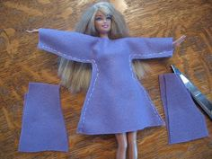 Almost Unschoolers: Simple Felt Barbie Clothes Almos. - Almost Unschoolers: Simple Felt Barbie Clothes Almost Unschoolers: Simple Felt Barbie Clothes Source by paddelbiene - Sewing Barbie Clothes, Barbie Sewing Patterns, Doll Dress Patterns, Clothing Patterns, Diy Clothes, Fashion Clothes, Dress Clothes, Barbie Outfits, Barbie Dress