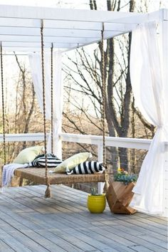 A pergola provides the perfect combination of style and function for your outdoor space. Check out these ideas to build and decorate your pergola. Diy Pergola, Pergola Swing, Porch Swing, Modern Pergola, Pergola Plans, Porch Bed, White Pergola, Small Pergola, Cheap Pergola