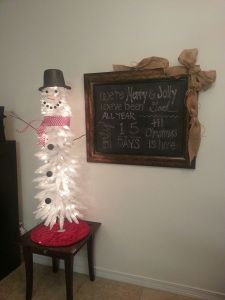 Snowman tree and Christmas countdown chalkboard sign