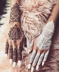 KC Special – Henna Designs For Your First Karvachauth! – Witty Vows KC Special – Henna Designs For Your First Karvachauth! New Henna Designs, Bridal Henna Designs, Mehndi Designs For Hands, Henna Tattoo Designs, Henna Designs White, Indian Henna Designs, Mehndi Tattoo, White Henna Tattoo, Small Henna Tattoos