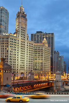 Chicago is an all-American city for baseball fans, outdoor enthusiasts, and dedicated foodies.