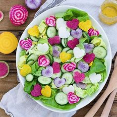 Guess who ate this whole salad??!  It 'was' sweet butter lettuce topped with beet hearts (the, chiogia and golden), daikon radish hearts (white and purple) and cucumber slices, drizzled with a zesty vinaigrette  Who's excited for the weekend? Anything exciting planned? I've got another #summervibesparty17 feature coming up this weekend. So make sure you've got your entry in for your chance to be featured  xx * * * * #vegan #vegetarian #bigsalad #salad #beet #radish #hear...