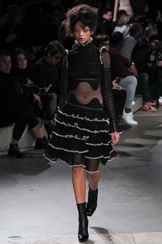 Alexander McQueen - Fall 2015 Ready-to-Wear - Look 8 of 36