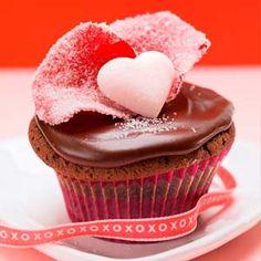 Cupcakes de San Valentín. Receta paso a paso de cupcakes para el día de los enamorados. Aprende a hacer cupcakes decorados de San Valentin.