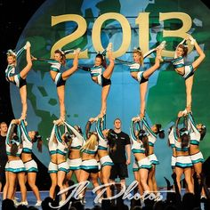 CEA SSX (sharks) worlds Scorpion paper doll stunt. Cheerleading Workouts, Cheer Stunts, Cheer Dance, All Star Cheer, Cheer Mom, Good Cheer, Cheer Team Pictures, Cheer Pics, Great White Sharks Cheer