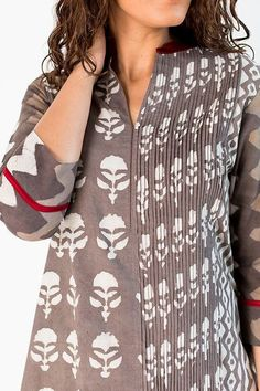 Love the plane n pleated panel effects. Dress Neck Designs, Designs For Dresses, Sleeve Designs, Blouse Designs, Kurta Designs Women, Salwar Designs, Kurti Designs Party Wear, Kurti Sleeves Design, Kurta Neck Design