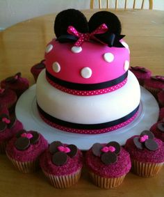 birthday cake and cupcakes minnie mouse themed