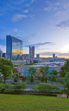 View of Clarke Quay from Fort Canning Hill. Singapore Trip, Photo Essay, Winter Landscape, Travel Goals, San Francisco Skyline, Family Travel, Landscape Photography, Bali, Travel Destinations