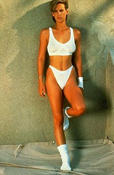 Young Jamie Lee Curtis - Kibbe verified Dramatic - shows off the elongation of line that makes her a Kibbe Dramatic Image ID Jamie Lee Curtis Perfect, Jamie Lee Curtis Young, Tony Curtis, Arnold Schwarzenegger, Christopher Guest, Janet Leigh, Lee Young, Star Wars, Hottest Photos