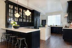 Mengagumkan Rumah Trendi: Desain Dapur Minimalis Modern dengan Kabinet Warna Gelap