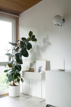 AD The versatile Ferm Living plant box - Hege in France - The versatile Ferm Living plant box available from David Village Lighting. Styled by Hege Morris in - Scandinavian Poster, Design Scandinavian, Nordic Interior Design, Scandinavian Living, Scandinavian Interiors, Nordic Living Room, Beige Living Rooms, Nordic Home, Nordic Style