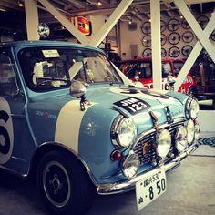 Classic mini & Vespa ET3 — 祝❗️タートルトレーディング 横浜本店開設 8周年‼️ #classicmini #クラシックミニ...