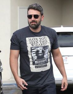 Ben Affleck being cool AF! Ben Affleck, Pretty Men, Beautiful Men, Batman, Mark Ruffalo, Child Face, Hollywood Actor, Sexy Men, Hot Men